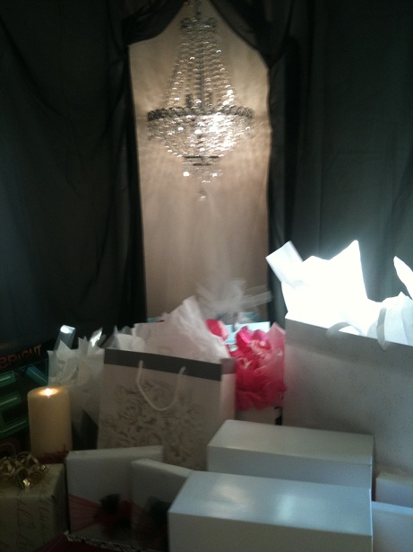 Small chandelier with gift table
